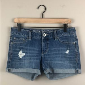 Express Distressed Cuffed Jean Shorts (Size 4)